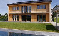 Einfamilienhaus mit Poolanlage
